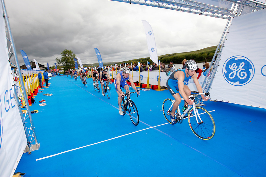 Photo: Richard Lane/Richard Lane Photography. GE Parc Bryn Bach Triathlon. 19/09/2010. Cyclists during the Elite Mens' race.