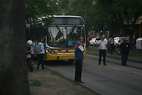 PORTO ALEGRE,RS, 13.03.2017 - CRIME-RS - Um homem foi morto por um policial ao tentar assaltar um onibus na Av. Osvaldo Aranha, em frente ao Instituto de Educação na tarde desta segunda-feira na cidade de Porto Alegre (Foto: Naian Meneghetti/Brazil Photo Press)