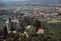 Europe/France/Midi-Pyrénées/46/Lot/Vallée du Lot/Env Cahors/Mercuès: Le château de Mercues - Vue aérienne
