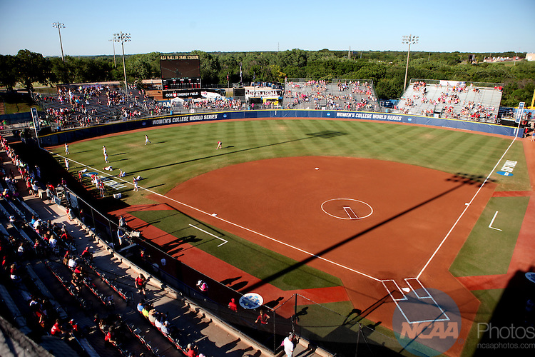 06 JUNE 2016: Auburn University takes on University of Oklahoma during the Division I Women's Softball Championship held at ASA Hall of Fame Stadium in Oklahoma City, OK.  University of Oklahoma defeated Auburn University in Game 1 by the final score of 3-2. Shane Bevel/NCAA Photos