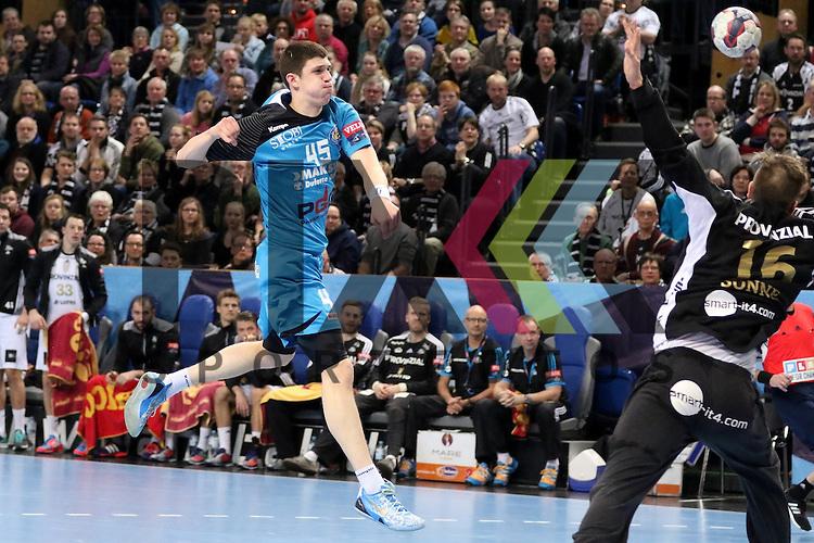 Kiel, 15.02.15, Sport, Handball, Champions League, Gruppenphase, THW Kiel - HC Metalurg Skopje : Kim Sonne (THW Kiel, #16) hlt den Ball von  Darko Djukic (HC Metalurg Skopje, #45)<br /> <br /> Foto &copy; P-I-X.org *** Foto ist honorarpflichtig! *** Auf Anfrage in hoeherer Qualitaet/Aufloesung. Belegexemplar erbeten. Veroeffentlichung ausschliesslich fuer journalistisch-publizistische Zwecke. For editorial use only.