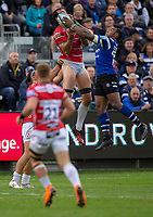 Bath Rugby's Semesa Rokoduguni out jumps Gloucester Rugby's Mariano Galarza<br /> <br /> Photographer Bob Bradford/CameraSport<br /> <br /> Gallagher Premiership - Bath Rugby v Gloucester Rugby - Saturday September 8th 2018 - The Recreation Ground - Bath<br /> <br /> World Copyright © 2018 CameraSport. All rights reserved. 43 Linden Ave. Countesthorpe. Leicester. England. LE8 5PG - Tel: +44 (0) 116 277 4147 - admin@camerasport.com - www.camerasport.com