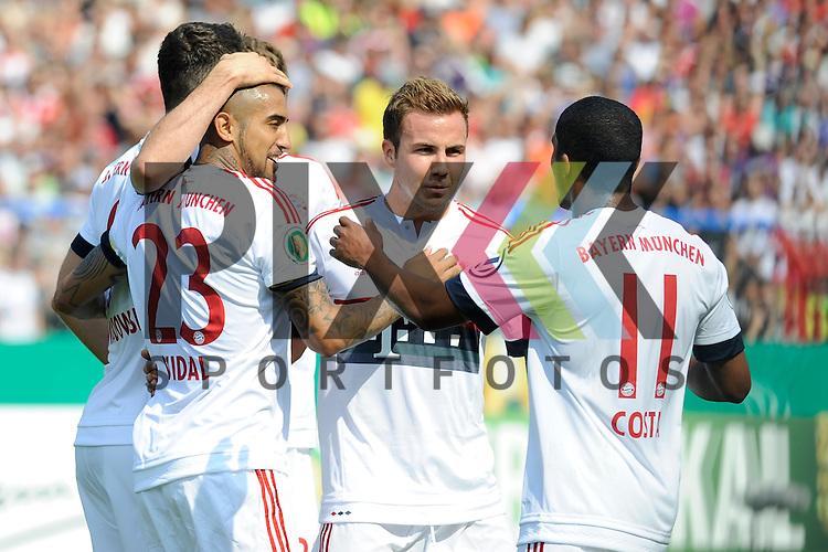 Jubel nach dem 0:1 von Muenchens Arturo Vidal (Nr.23)  im Spiel des DFB Pokal FC Noettingen - FC Bayern Muenchen.<br /> <br /> Foto &copy; P-I-X.org *** Foto ist honorarpflichtig! *** Auf Anfrage in hoeherer Qualitaet/Aufloesung. Belegexemplar erbeten. Veroeffentlichung ausschliesslich fuer journalistisch-publizistische Zwecke. For editorial use only.