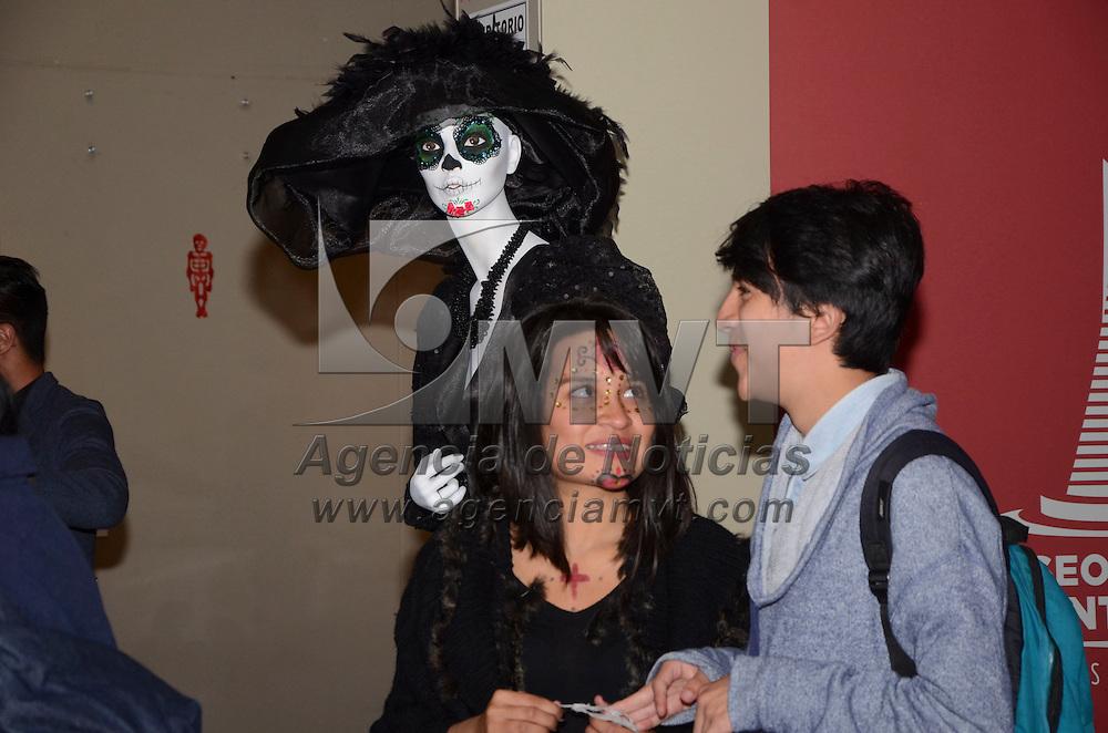 Exposicion De Vestidos De Catrinas Modernas Agencia Mvt