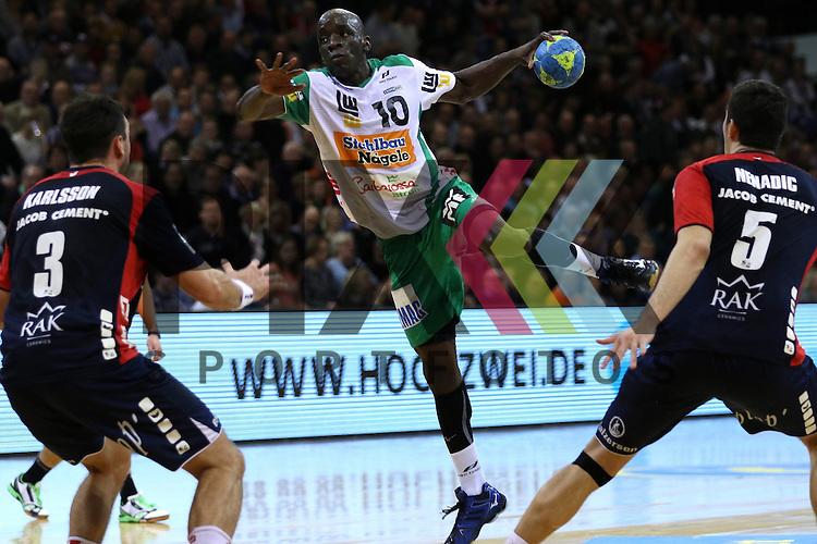 Flensburg, 25.03.15, Sport, Handball, DKB Handball Bundesliga, Saison 2014/2015, 26. Spieltag, SG Flensburg-Handewitt - Frisch Auf! G&ouml;ppingen : Tobias Karlsson (SG Flensburg-Handewitt, #3), Kevynn Nyokas (Frisch Auf! G&ouml;ppingen, #10), Dra&scaron;ko Nenadic (#5)<br /> <br /> Foto &copy; P-I-X.org *** Foto ist honorarpflichtig! *** Auf Anfrage in hoeherer Qualitaet/Aufloesung. Belegexemplar erbeten. Veroeffentlichung ausschliesslich fuer journalistisch-publizistische Zwecke. For editorial use only.