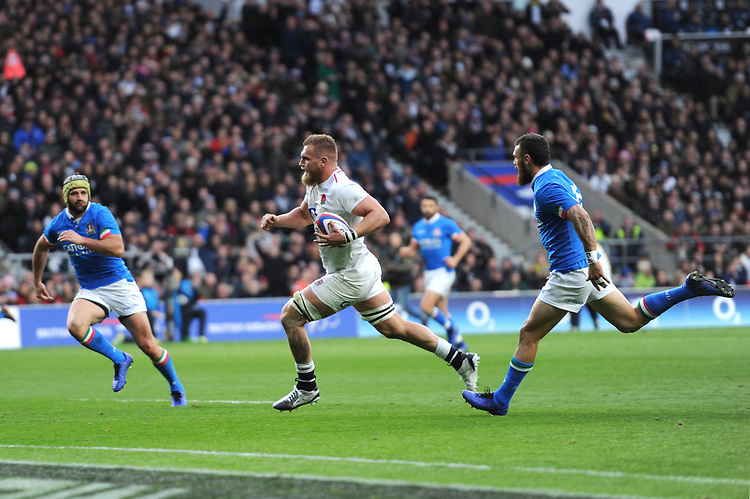 Brad Shields of England runs in his first try during the Guinness Six Nations match between England and Italy at Twickenham Stadium on Saturday 9th March 2019 (Photo by Rob Munro/Stewart Communications)