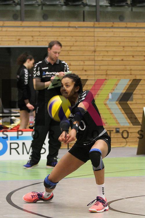 Hamburgs Nina Braack nimmt an beim Spiel in der Volleyball Frauen 1. Bundesliga Pre Play Offs, Koepenicker SC Berlin  - VT Aurubis Hamburg .<br /> <br /> Foto &copy; PIX-Sportfotos *** Foto ist honorarpflichtig! *** Auf Anfrage in hoeherer Qualitaet/Aufloesung. Belegexemplar erbeten. Veroeffentlichung ausschliesslich fuer journalistisch-publizistische Zwecke. For editorial use only.