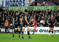 Scarlets' Rhys Patchell misses his second penalty of the game <br /> <br /> Photographer Ashley Crowden/CameraSport<br /> <br /> Guinness Pro14 Round 6 - Ospreys v Scarlets - Saturday 7th October 2017 - Liberty Stadium - Swansea<br /> <br /> World Copyright &copy; 2017 CameraSport. All rights reserved. 43 Linden Ave. Countesthorpe. Leicester. England. LE8 5PG - Tel: +44 (0) 116 277 4147 - admin@camerasport.com - www.camerasport.com