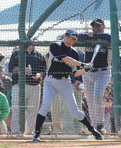 Ichiro Suzuki (Mariners),.FEBRUARY 18, 2012 - MLB :.Ichiro Suzuki of the Seattle Mariners takes batting practice during the Seattle Mariners spring training camp at Peoria Sports Complex in Peoria, Arizona, United States. (Photo by AFLO)