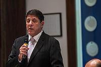 SÃO PAULO, SP - 30.09.2013: CERIMÔNIA DE POSSE E PRIMEIRA REUNIÃO DE TRABALHO DO CONSELHO SUPERIOR DE GESTÃO EM SAÚDE DO ESTADO DE SP - O Secretário da Saúde David Uip durante a Cerimônia de posse e primeira reunião de trabalho do Conselho Superior de Gestão em Saúde do Estado de SP, que ocorre no Palácio dos Bandeirantes, bairro do Morumbi região Sul de São Paulo nesta segunda-feira (30). (Foto: Marcelo Brammer/Brazil Photo Press)