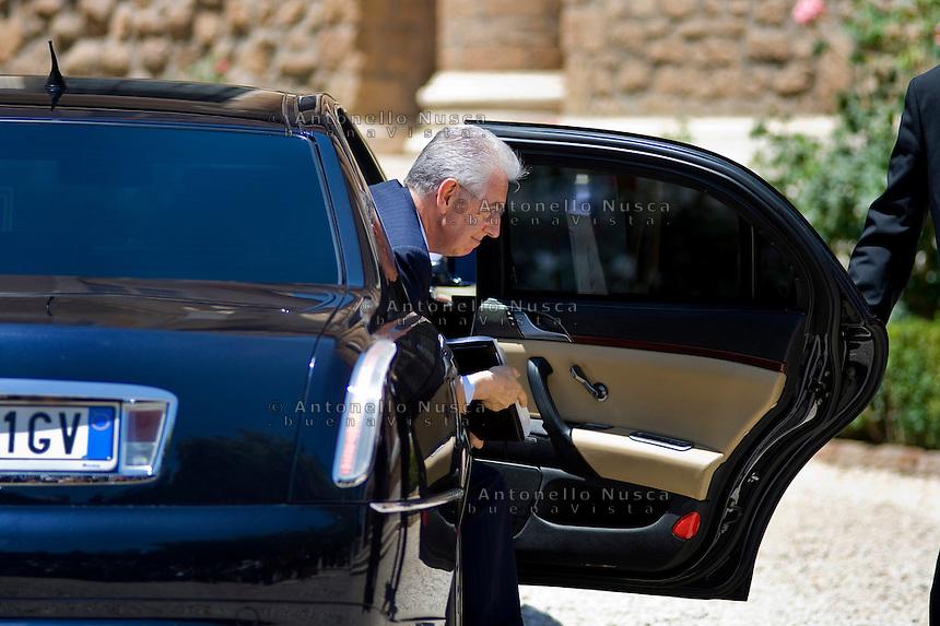 Mario Monti arriva a Villa Madama per il vertice tra Italia, Spagna, Francia e Germania..Italian premier Mario Monti arrives at Villa Madama in Rome to attend a meeting with Spain German, France and Italy.