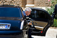 Mario Monti arriva a Villa Madama per il vertice tra Italia, Spagna, Francia e Germania..Italian premier Mario Monti arrives at Villa Madama in Rome to attend a meeting with Spain German, France and Italy.
