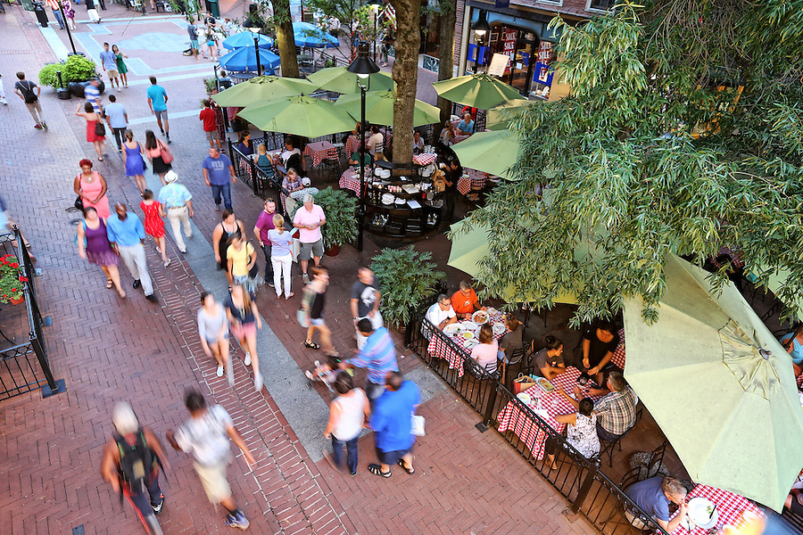 The historical Charlottesville Downtown Mall is a walking mall filled with shops and restuarants located in the heart of Charlottesville, VA. Photo/Andrew Shurtleff