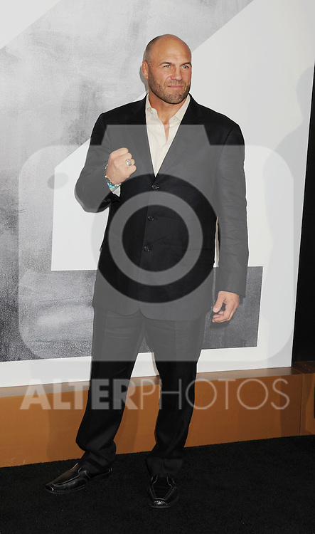 HOLLYWOOD, CA - AUGUST 15: Randy Couture arrives at the 'The Expendables 2' - Los Angeles Premiere at Grauman's Chinese Theatre on August 15, 2012 in Hollywood, California. /NortePhoto.com....**CREDITO*OBLIGATORIO** ..*No*Venta*A*Terceros*..*No*Sale*So*third*..*** No Se Permite Hacer Archivo**..*No*Sale*So*third*