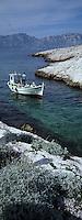 Europe/France/13/Bouches-du-Rhône/ Marseille: Avec Gaby le pécheur et son bateau de pèche de type Pointu dans les calanques
