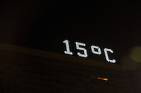 SAO PAULO, SP, 20.07.2014 - CLIMA TEMPO - SP - Com madrugada fria o termometro marca 14º na Av Paulista região central de São Paulo, neste domingo (20). (Foto: Marcelo Brammer / Brazil Photo Press).