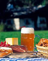 Deutschland, Bayern, Oberbayern, Chiemgau: Bayerische Brotzeit | Germany, Bavaria, Upper Bavaria, Chiemgau, Bavarian Snack