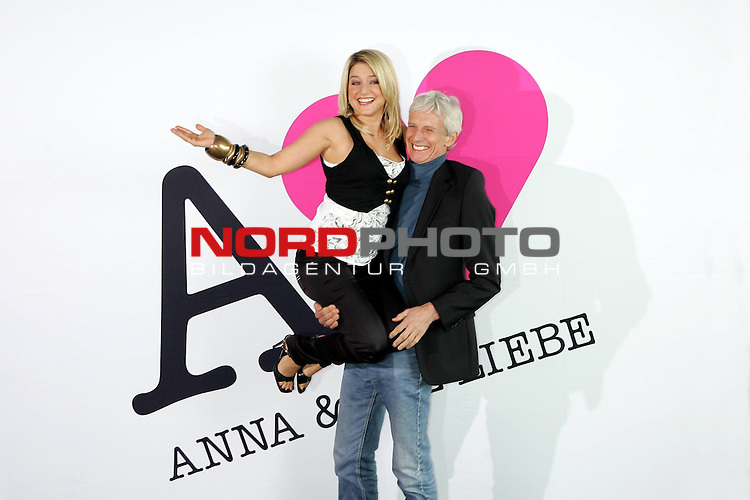 Sat.1-Telenovela - Anna und Die Liebe<br /> <br /> Jeanette Biedermann und Mathieu Carriere<br /> <br /> Fototermin zum Start der neuen Sat.1-Telenovela &quot;Anna und die Liebe&quot; mit Jeanette Biedermann, Roy Peter Link, Mathieu Carriere, Alexander Klaws, Karolina Lodyga. <br /> Beginn der Sendung: 25. August 2008 19:00 Uhr.<br /> <br /> Foto &copy; nph (  nordphoto  )<br /> <br />  *** Local Caption ***