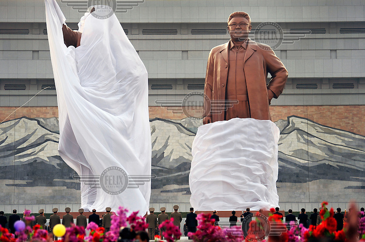 Two new statues of Eternal President Kim Il-sung (left) and Supreme Leader Kim Jong-il (right), on Mansu Hill, are unveiled by of Kim Jong-un, the new leader of PRNK.