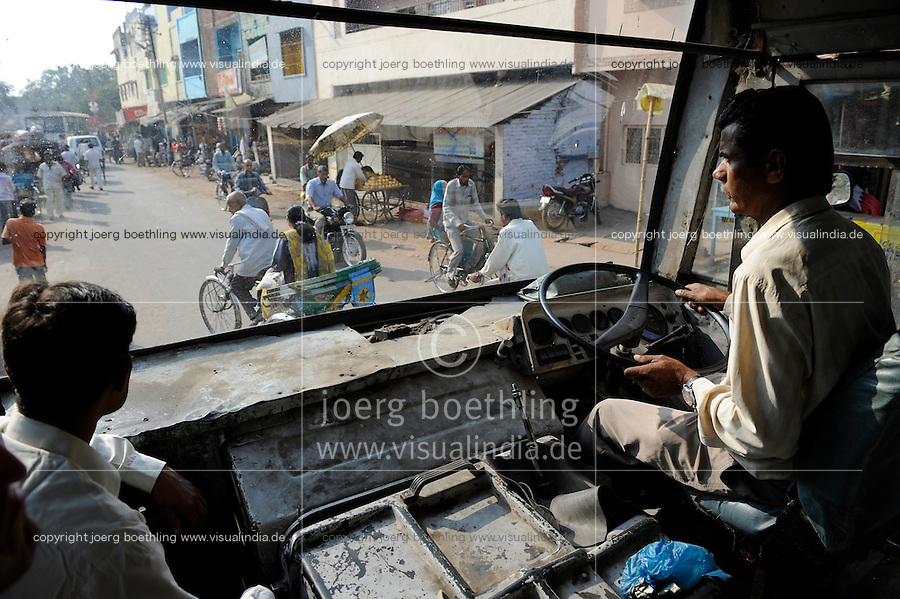 INDIA U.P. Bundelkhand, Mahoba, bus driver in old bus at work / INDIEN Mahoba, Busfahrer in einem alten Bus