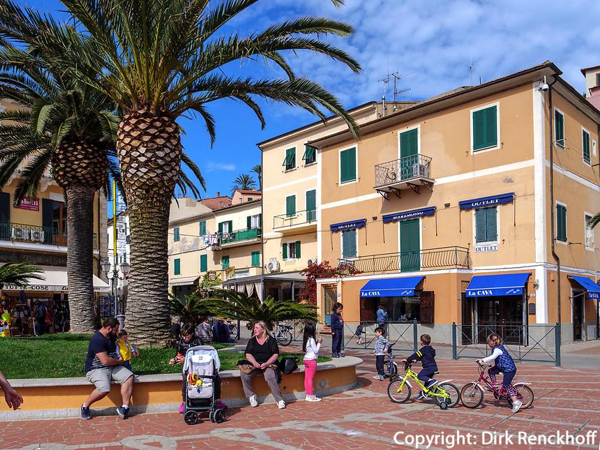 Piazza Giacomo Matteotti, Porto Azzurro, Elba, Region Toskana, Provinz Livorno, Italien, Europa<br /> Region Tuscany, Province Livorno, Italy, Europe