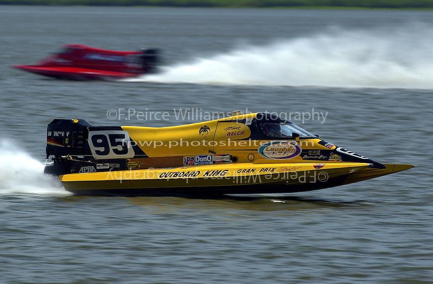 Mark Welch's Burgess/Mercury.St.Louis Grand Prix, St.Louis,MO,USA 19 Aug.2001.Copyright©F.Peirce Williams 2001..F. Peirce Williams .photography.P.O.Box 455 Eaton, OH 45320.p: 317.358.7326  e: fpwp@mac.com.
