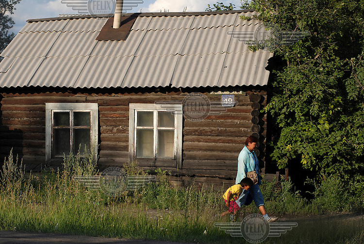 Typical wooden housing close to the centre of Kyzyl.