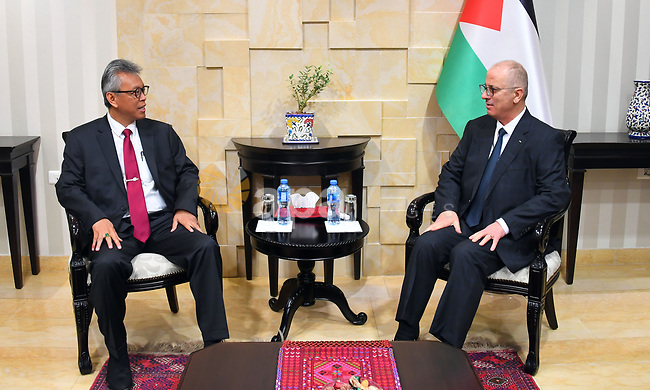 Palestinian Prime Minsiter, Rami Hamdallah, meets with Indonesian Ambassador to Palestine Andy Rahmianto, in the West Bank cit of Ramallah, on February 11, 2019. Photo by Prime Minister Office