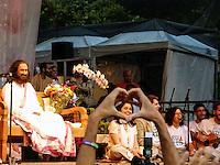 RIO DE JANEIRO,RJ 02 DE SETEMBRO 2012 - LIDER HUMANITARIO RAVI SHANKAR  PREGA A PAZ NO CENTRO DO RIO.<br /> Na tarde de domingo 02 setembro 2012,  lider humanit&aacute;rio Indiano Ravi Shankar, pregou a paz na Cinel&acirc;ndia no centro da cidade do Rio de Janeiro.  Todos os participantes ficaram sentados no ch&atilde;o seguindo as palavras de medita&ccedil;&atilde;o e concentra&ccedil;&atilde;o do guru. <br /> FOTO RONALDO BRANDAO/BRAZIL PHOTO PRESS