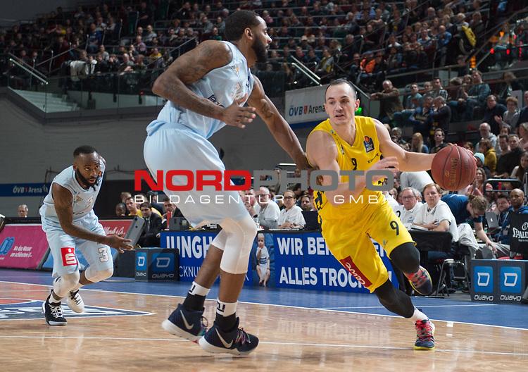 10.02.2019, &Ouml;VB Arena, Bremen, GER, easy Credit-BBL, Eisb&auml;ren Bremerhaven vs EWE Baskets Oldenburg, im Bild<br /> am Ball.....<br /> Keith BENSON ( Eisb&auml;ren Bremerhaven #34 )<br /> Karsten TADDA (EWE Baskets Oldenburg #9 )<br /> Foto &copy; nordphoto / Rojahn