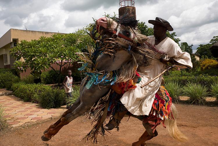 The horsemen of Djougou are hired to do a show at the &quot;Motel du Lac&quot;, a motel at the entrance of the town. Suleiman Gnora and his horse.<br />  <br /> Les cavaliers de Djougou font un spectacle au Motel du Lac &agrave; l'entr&eacute;e de la ville. Suleiman Gnora et son cheval.