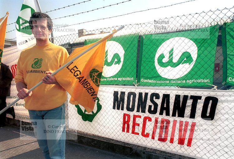 - manifestation against OGM seeds (genetically modified) in front of Monsanto company center ....- presidio contro le sementi OGM (geneticamente modificate) davanti alla sede della ditta Monsanto