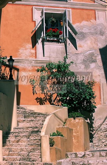 France/06/Alpes Maritimes/Fallicon: Village perché aux environs de Nice Détail Ruelle et Escalier