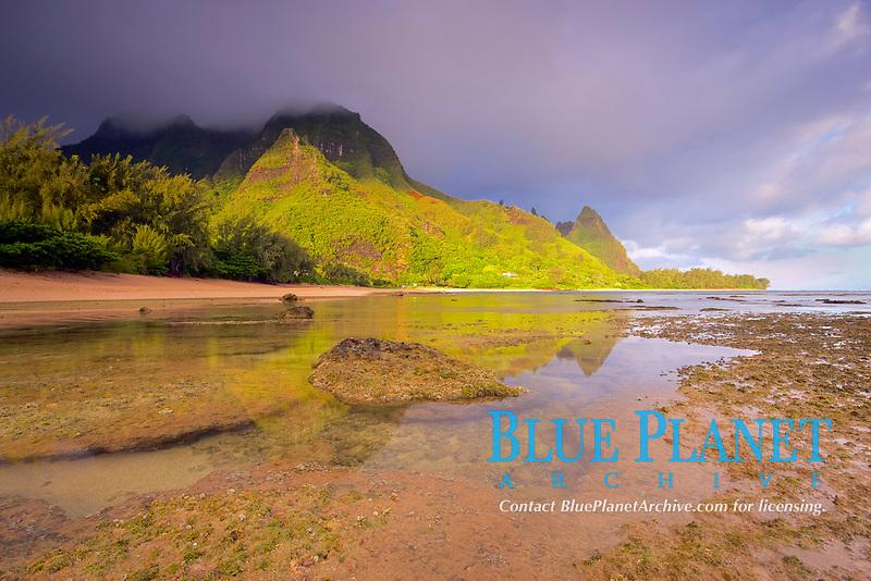 sunrise, illuminating the cliffs of the Na Pali Coast, Tunnels Beach, or Makua Beach, Haena Point, Kauai, Hawaii, USA, Pacific Ocean