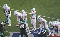 quarterback Ryan Fitzpatrick (14) of the Miami Dolphins gibt Anweisungen - 08.12.2019: New York Jets vs. Miami Dolphins, MetLife Stadium New York