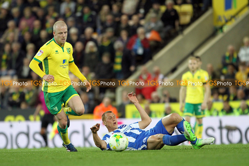 Steve Sidwell of Brighton and Hove Albion tries to block Steven Naismith of Norwich City during Norwich City vs Brighton & Hove Albion, Sky Bet EFL Championship Football at Carrow Road on 21st April 2017
