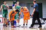 S&ouml;dert&auml;lje 2014-04-26 Basket SM-final S&ouml;dert&auml;lje Kings - Norrk&ouml;ping Dolphins :  <br /> Norrk&ouml;ping Dolphins Ludwig Wissing har f&aring;tt en sm&auml;ll i ansiktet under matchen och tittas till av Norrk&ouml;ping Dolphins Caleb Musie <br /> (Foto: Kenta J&ouml;nsson) Nyckelord:  S&ouml;dert&auml;lje Kings SBBK Norrk&ouml;ping Dolphins SM-final Final T&auml;ljehallen skada skadan ont sm&auml;rta injury pain