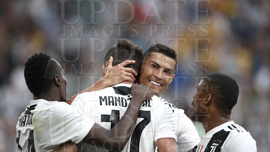 Calcio, Serie A: Juventus - Lazio, Torino, Allianz Stadium, 25 agosto, 2018.<br /> Juventus' Mario Mandzukic (c) celebrates after scoring with his teammates Cristiano Ronaldo (center right), Douglas Costa (r) Blaise Matuidi (l) during the Italian Serie A football match between Juventus and Lazio at Torino's Allianz stadium, August 25, 2018.<br /> UPDATE IMAGES PRESS/Isabella Bonotto