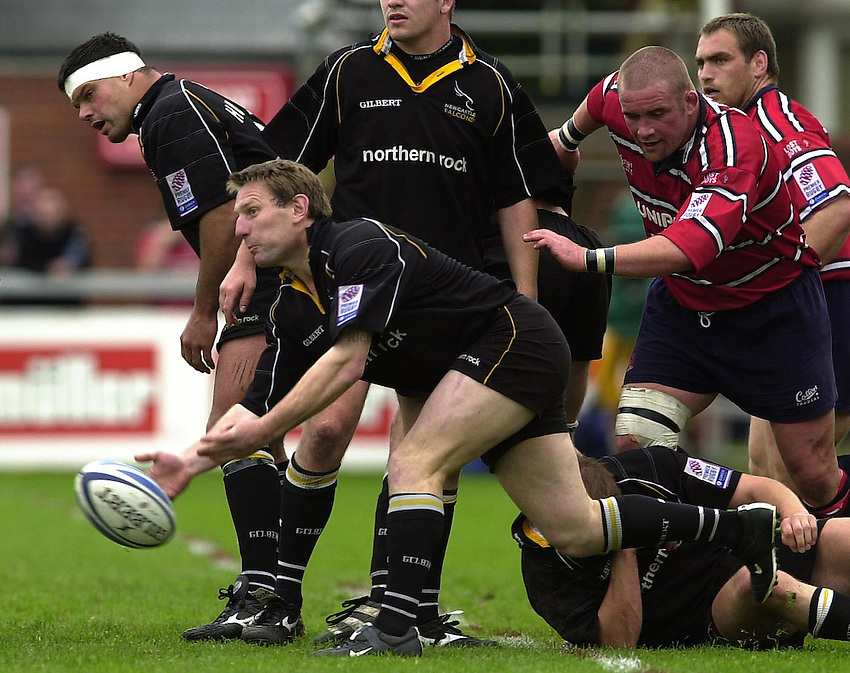 Photo Peter Spurrier.18/05/2002.Sport -Rugby Union- Zurich Championship Quarter final.Gloucester vs Newcastle.Gary Armstrong..
