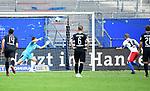 1:2 Tor, Elfmeter v.l. Torwart Martin Fraisl (Sandhausen), Torschuetze Aaron Hunt (HSV)<br />Hamburg, 28.06.2020, Fussball 2. Bundesliga, Hamburger SV - SV Sandhausen<br />Foto: VWitters/Witters/Pool//via nordphoto<br /> DFL REGULATIONS PROHIBIT ANY USE OF PHOTOGRAPHS AS IMAGE SEQUENCES AND OR QUASI VIDEO<br />EDITORIAL USE ONLY<br />NATIONAL AND INTERNATIONAL NEWS AGENCIES OUT