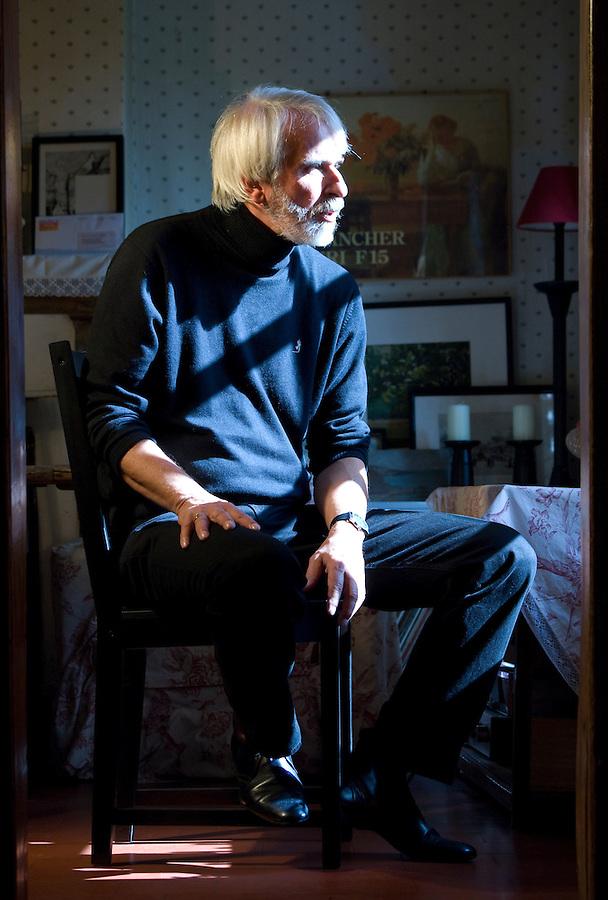 Philippe Delerm photographié chez lui en Normandie pour le magazine PANORAMA,en septembre 2010