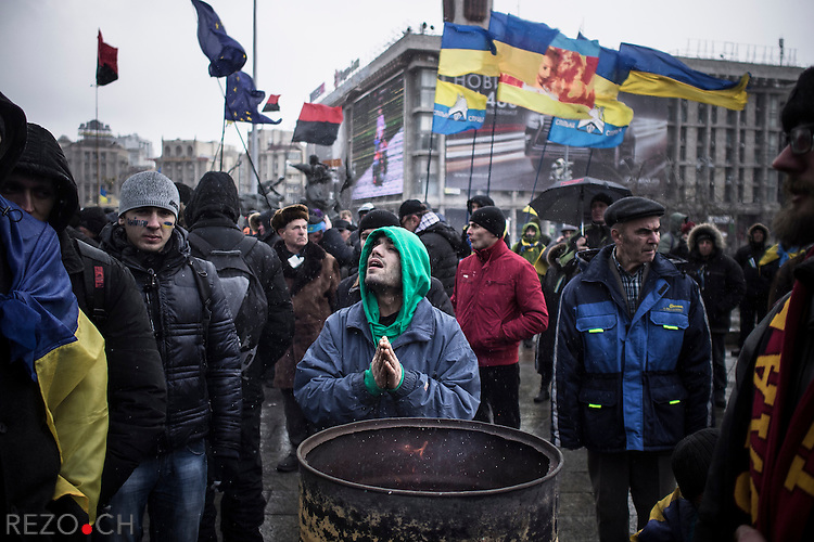 Kiev, Ukraine - 29 nov 2013: A protest heats his hands over a brasero installed on Maidan sqare. On the day after Ukrainian president officially stated his refusal to sign the association agreement with European Union, protesters organized another rally to ask for his demission. Credit: Niels Ackermann / Rezo.ch