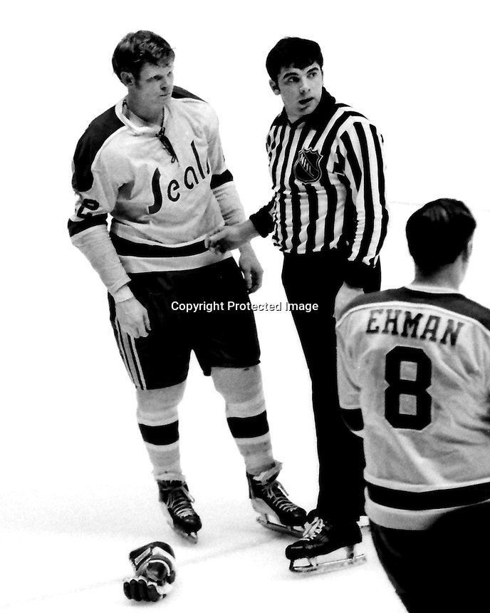 California Golden Seals Dennis Hextall with Ref.<br />(1971 photo by Ron Riesterer)