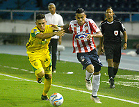 BARRANQUILLA - COLOMBIA - 31 - 03 - 2018: Luis Diaz (Der.) jugador de Atletico Junior disputa el balón con David Montoya (Izq.) jugador de Leones F. C., durante partido de la fecha 12 entre Atletico Junior y Leones F. C., por la Liga Aguila I - 2018, jugado en el estadio Metropolitano Roberto Melendez de la ciudad de Barranquilla. / Luis Diaz (R) player of Atletico Junior vies for the ball with David Montoya (L) player of Leones F. C., during a match of the 12th date between Atletico Junior and Leones F. C., for the Liga Aguila I - 2018 at the Metropolitano Roberto Melendez Stadium in Barranquilla city, Photo: VizzorImage  / Alfonso Cervantes / Cont.