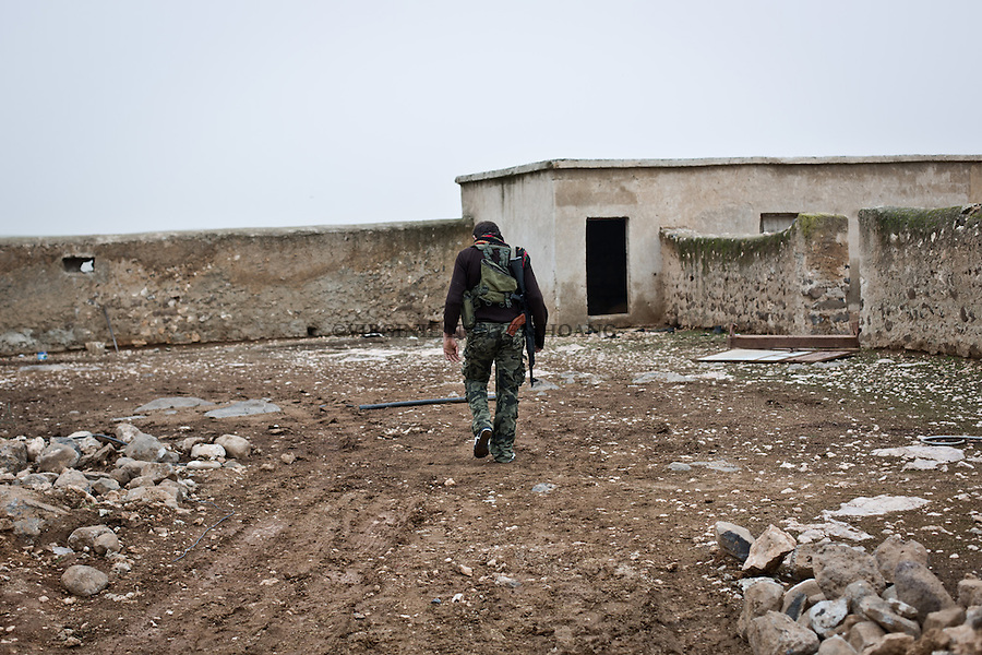 SYRIA: frontline at 6km away from the town of Tal Abyad where are YPG and FSA fighters. A few meters away there is a position of Deash.<br />