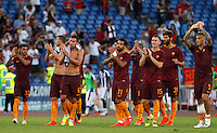 Calcio, Serie A: Roma vs Udinese. Roma, stadio Olimpico, 20 agosto 2016.<br /> Roma's players greet fans at the end of the Italian Serie A football match between Roma and Udinese at Rome's Olympic stadium, 20 August 2016. Roma won 4-0.<br /> UPDATE IMAGES PRESS/Riccardo De Luca