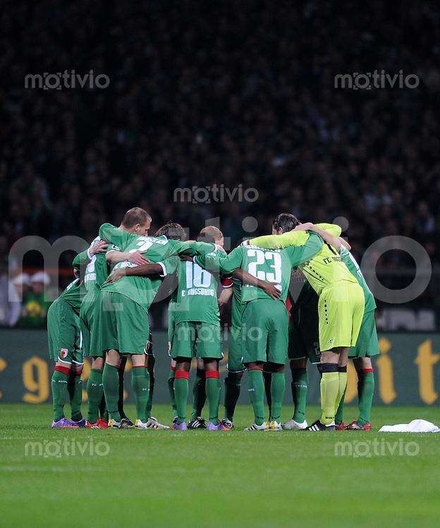 FUSSBALL   DFB POKAL   SAISON 2009/2010  HALBFINALE SV Werder Bremen - FC Augsburg                    23.03.2010 Augsburg im Kreis
