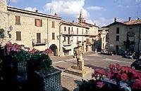 """Zavattarello, paese in provincia di Pavia, annoverato tra i """"borghi più belli d'Italia"""". La piazza --- Zavattarello, small village in the province of Pavia, rated within the """"most beautiful villages in Italy"""". The square"""