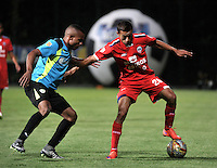 BOGOTA - COLOMBIA -19 -03-2016: Jimmy Mican (Der.) jugador de Fortaleza FC, disputa el balón con Yesid Aponza (Izq.) jugador de La Equidad, durante partido entre Fortaleza FC  y La Equidad por la fecha 10 de la Liga Aguila I-2016, jugado en el estadio Metropolitano de Techo de la ciudad de Bogota. / Jimmy Mican (R) player of Fortaleza FC  vies for the ball with Yesid Aponza (L) player of La Equidad, during a match between Fortaleza FC and La Equidad for the  date 10 of the Liga Aguila I-2016 at the Metropolitano de Techo Stadium in Bogota city, Photo: VizzorImage  / Luis Ramirez / Staff.