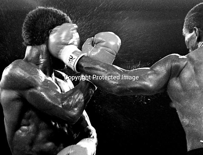 7/11/86  Kinchen vs Milton..photo credit: CHRIS FARINA copyright 1986